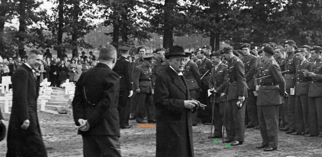 2475 - Stott at Herdenkingen, 25 September 1945 - cropped